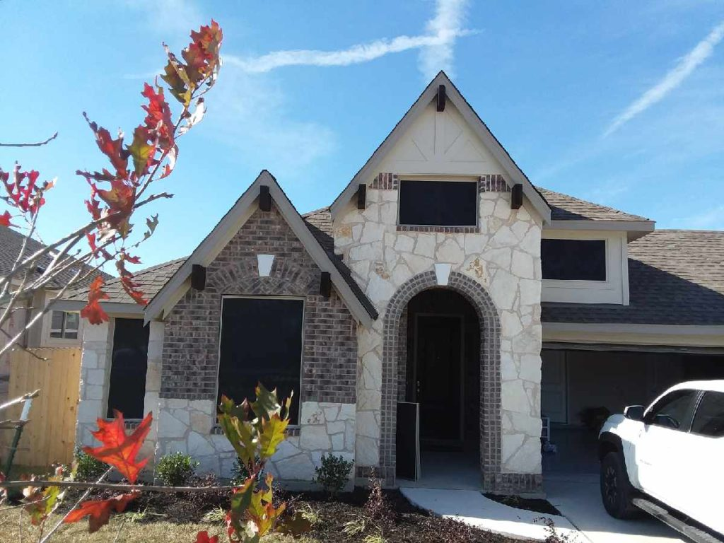 90% Leander TX solar screens. Front of home showing 4 90% solar window screens.